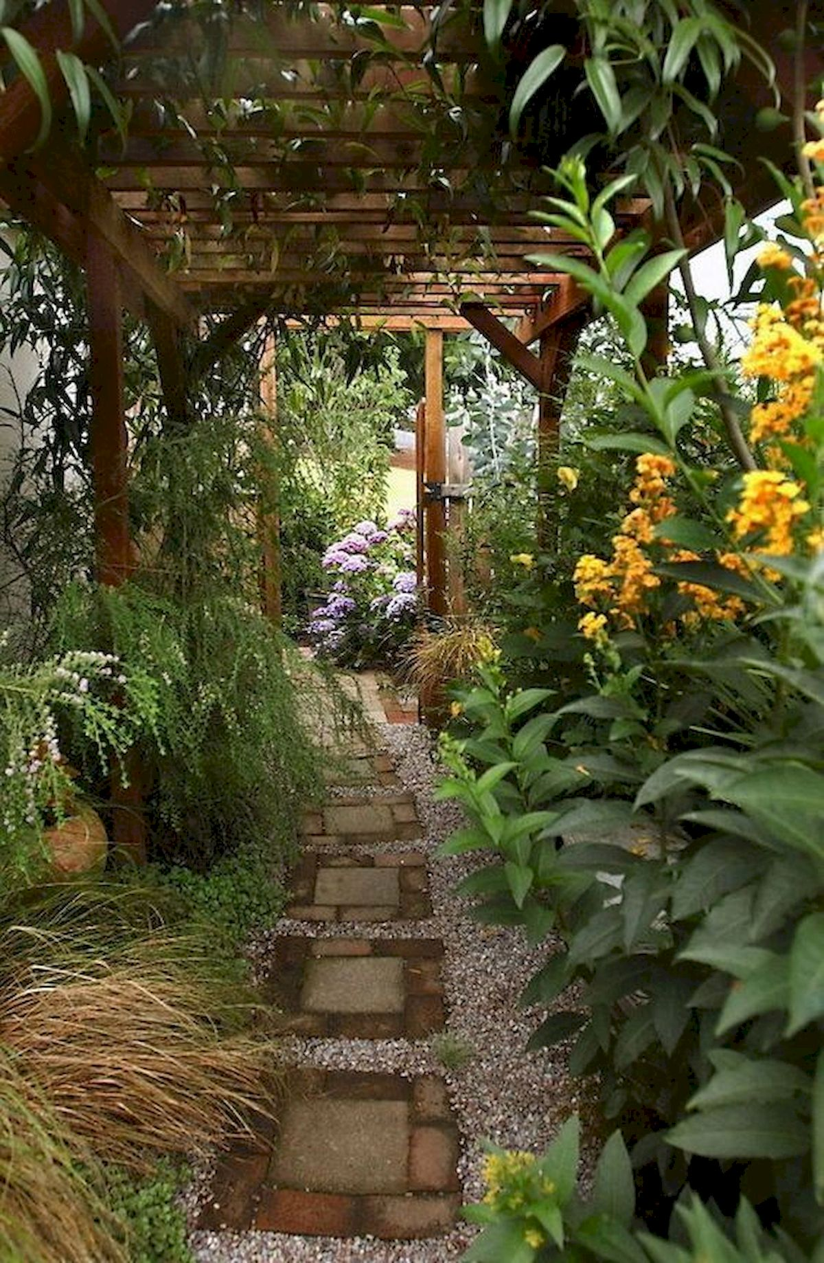 50 Beautiful Side Yard Garden Landscaping Ideas for Your House (17)