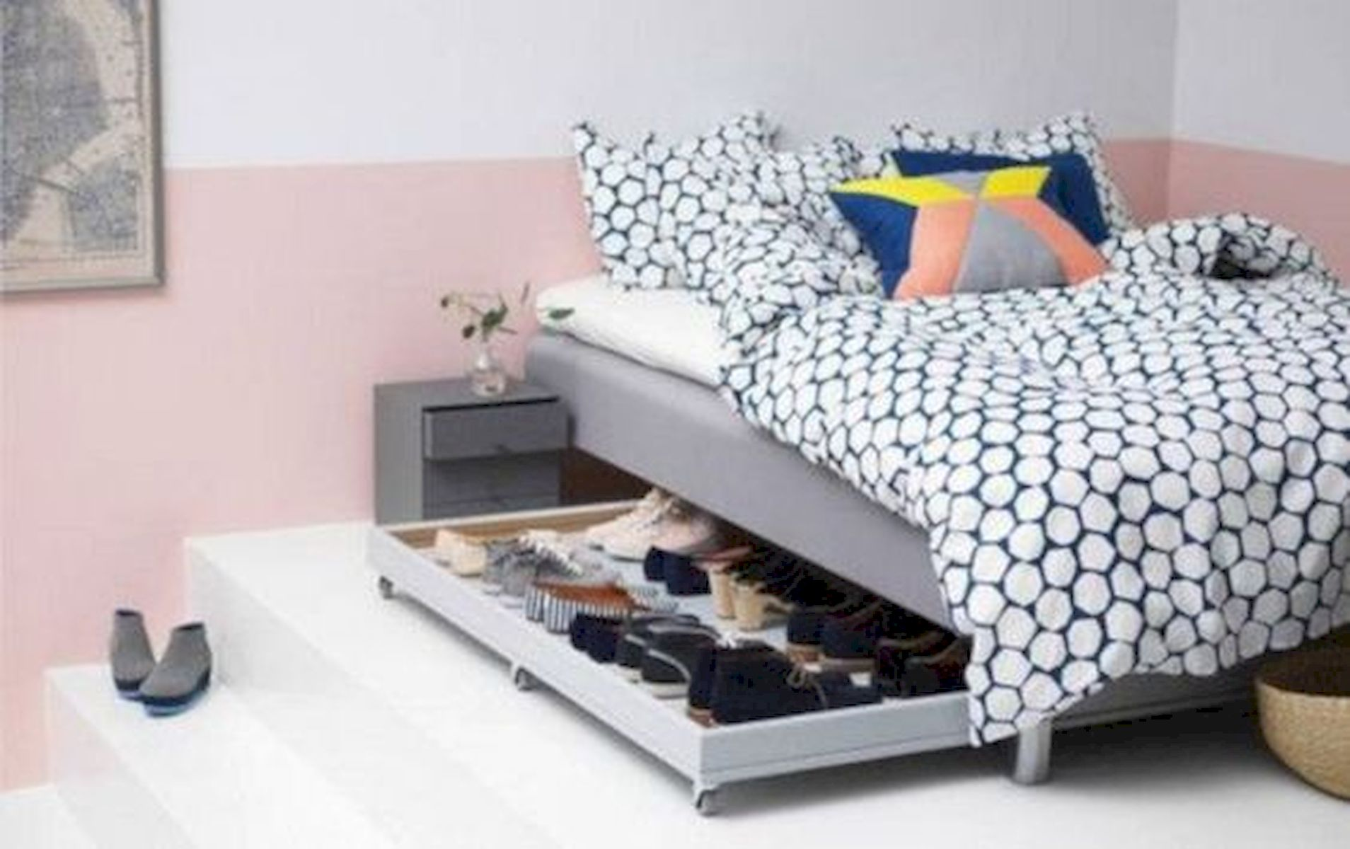 60 Brilliant Space Saving Ideas For Small Bedroom (53)