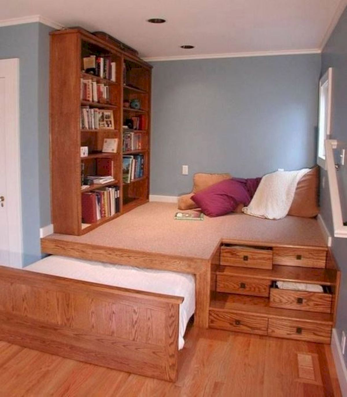 60 Brilliant Space Saving Ideas For Small Bedroom (54)