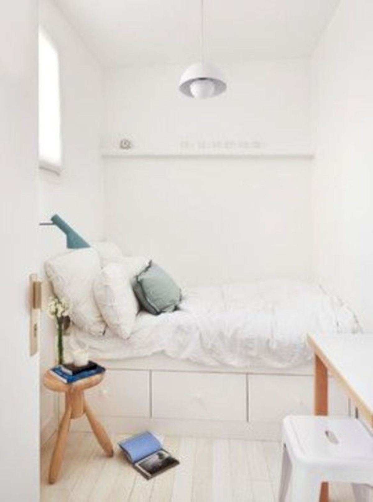 60 Brilliant Space Saving Ideas For Small Bedroom (7)