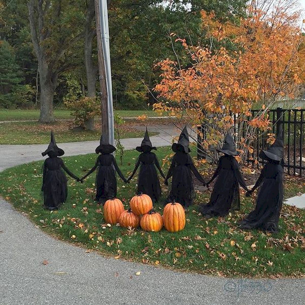 30 Awesome Outdoor Halloween Decorations Ideas