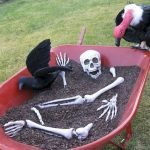 30 Awesome Outdoor Halloween Decorations Ideas (10)