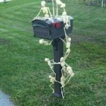 30 Awesome Outdoor Halloween Decorations Ideas (15)