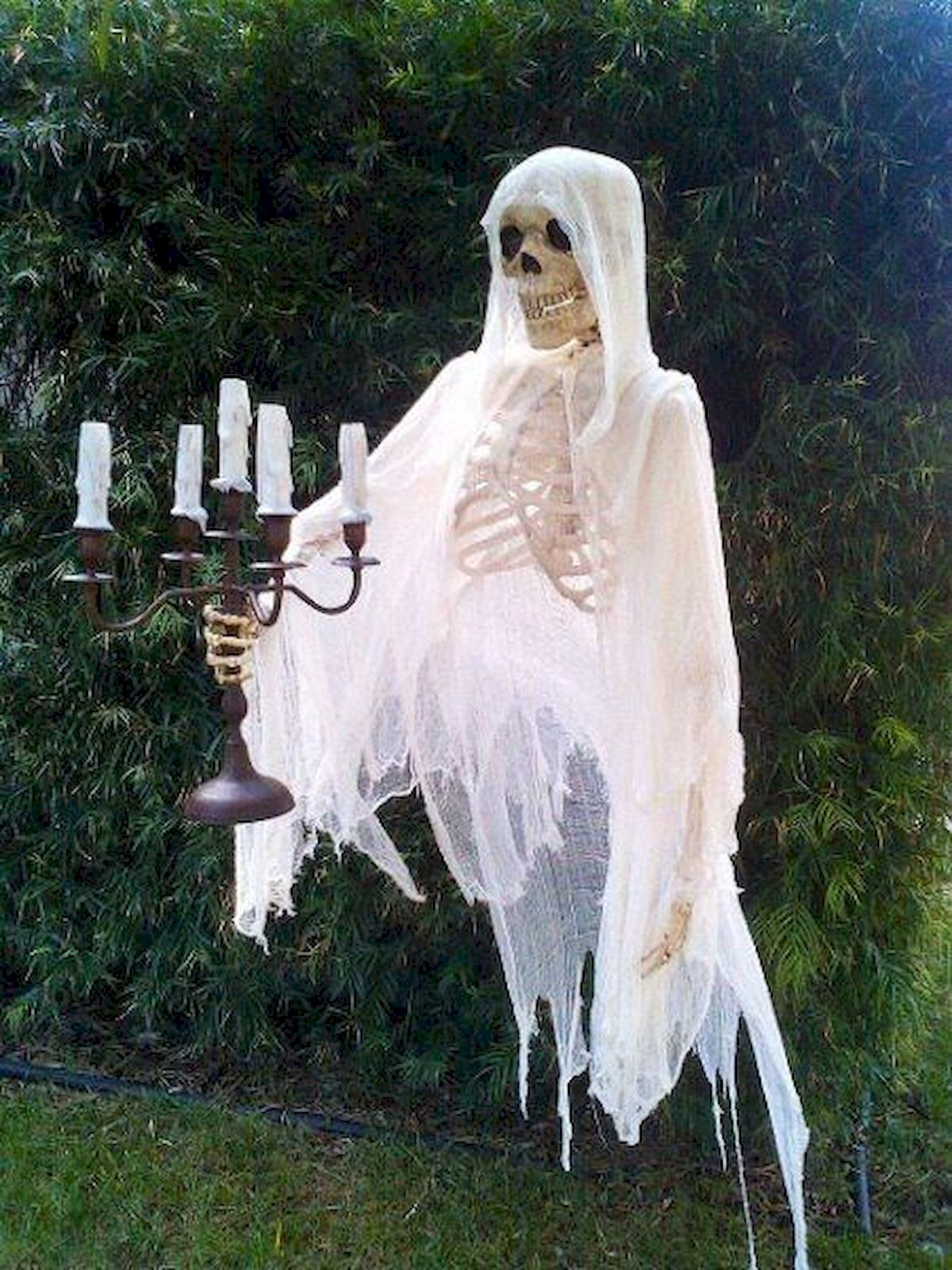 30 Awesome Outdoor Halloween Decorations Ideas (2)