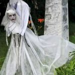 30 Awesome Outdoor Halloween Decorations Ideas (20)