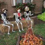 30 Awesome Outdoor Halloween Decorations Ideas (26)