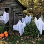 30 Awesome Outdoor Halloween Decorations Ideas (5)