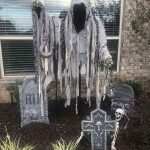 30 Awesome Outdoor Halloween Decorations Ideas (9)