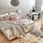 36 Beautiful Wall Bedroom Decor Ideas That Unique (10)