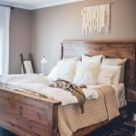 40 Classic Farmhouse Bedroom Design and Decor Ideas That Make Your Home Feel Great (15)