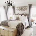 40 Classic Farmhouse Bedroom Design and Decor Ideas That Make Your Home Feel Great (16)