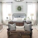 40 Classic Farmhouse Bedroom Design and Decor Ideas That Make Your Home Feel Great (18)