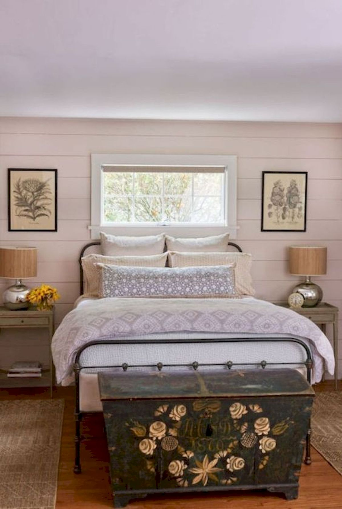 40 Classic Farmhouse Bedroom Design And Decor Ideas That Make Your Home Feel Great (2)