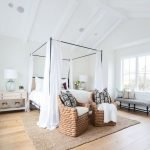 40 Classic Farmhouse Bedroom Design and Decor Ideas That Make Your Home Feel Great (24)