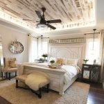 40 Classic Farmhouse Bedroom Design and Decor Ideas That Make Your Home Feel Great (25)