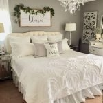 40 Classic Farmhouse Bedroom Design and Decor Ideas That Make Your Home Feel Great (29)