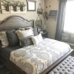 40 Classic Farmhouse Bedroom Design and Decor Ideas That Make Your Home Feel Great (34)