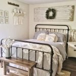 40 Classic Farmhouse Bedroom Design and Decor Ideas That Make Your Home Feel Great (6)