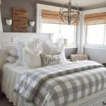 40 Classic Farmhouse Bedroom Design and Decor Ideas That Make Your Home Feel Great (8)
