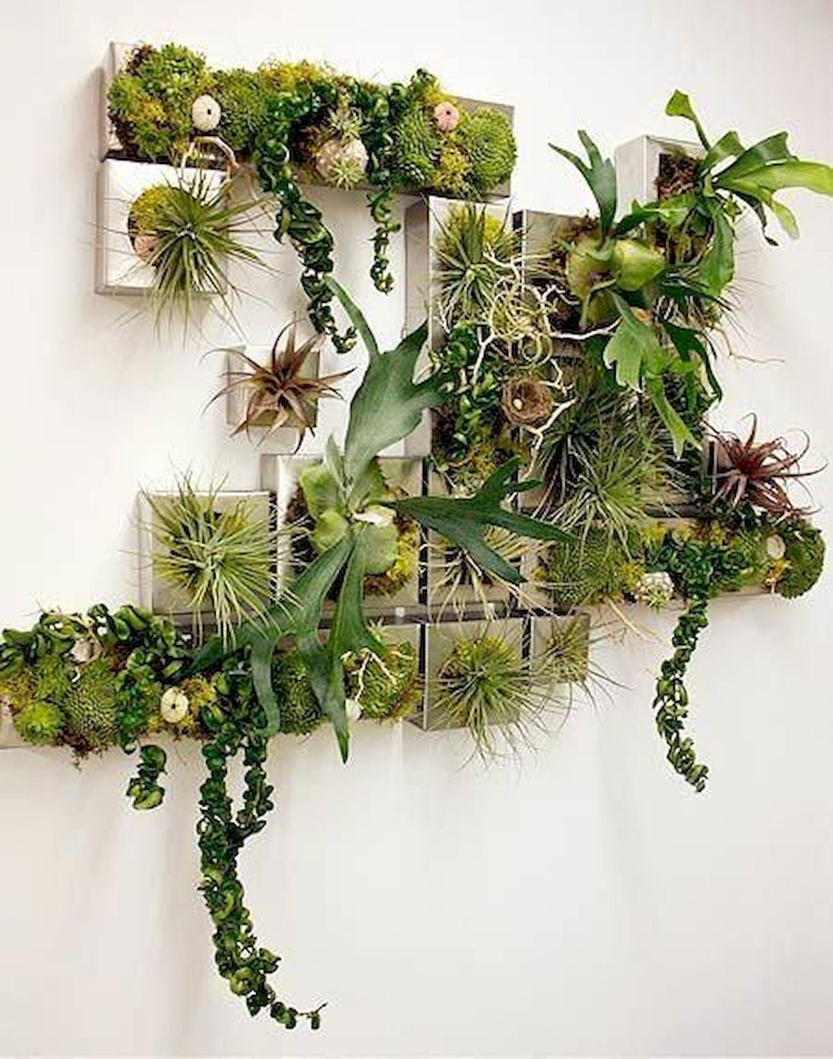 44 Fantastic Vertical Garden Ideas To Make Your Home Beautiful (37)