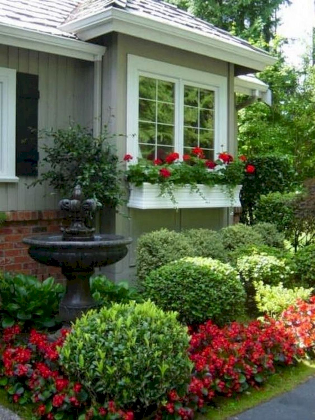 48 Stunning Front Yard Landscaping Ideas That Make Beautiful Garden (43)