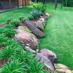48 Stunning Front Yard Landscaping Ideas That Make Beautiful Garden (44)