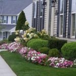 48 Stunning Front Yard Landscaping Ideas That Make Beautiful Garden (45)