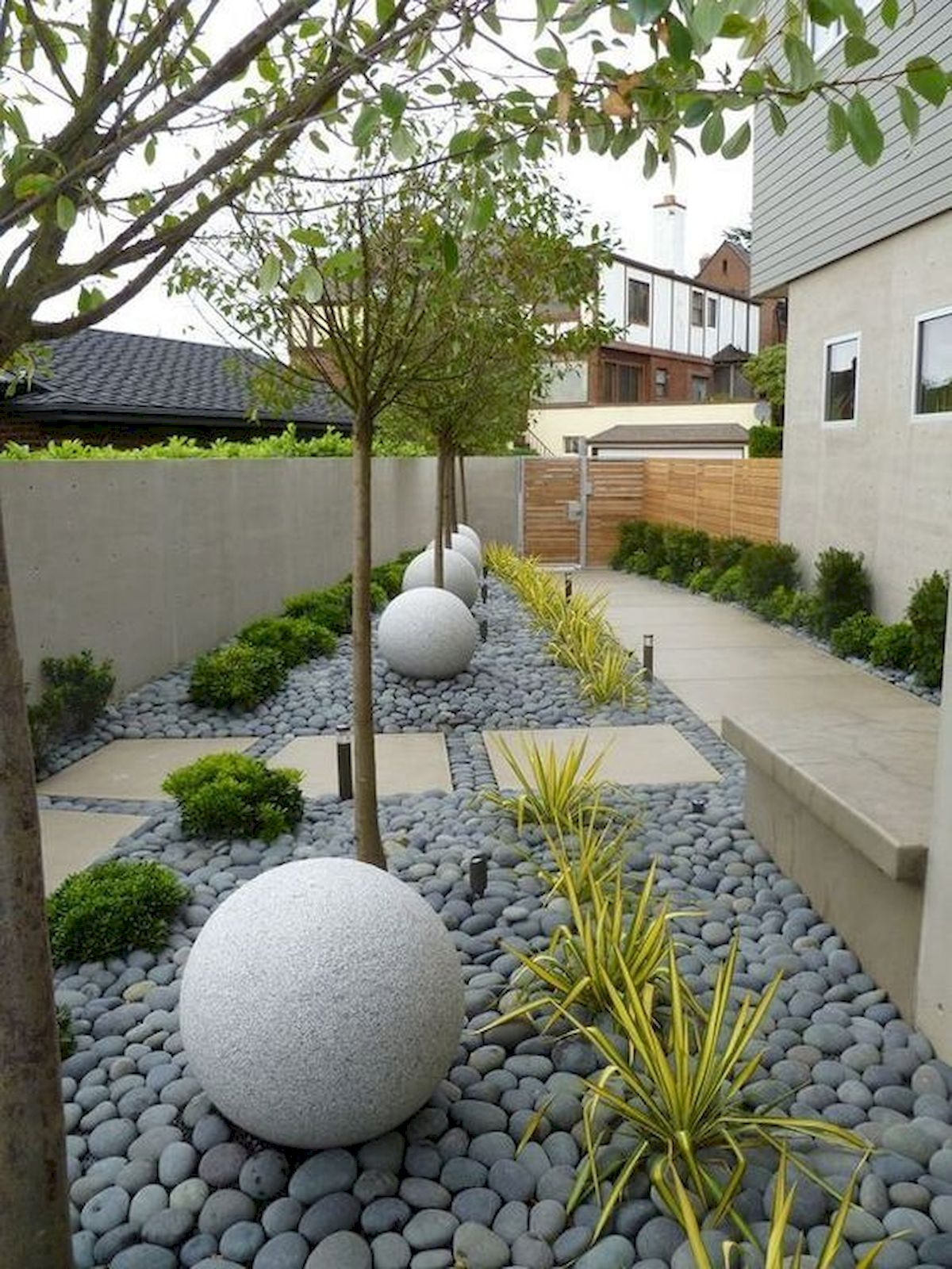48 Stunning Front Yard Landscaping Ideas That Make Beautiful Garden (48)