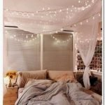 30 Cozy Fall Decoration Ideas For Your Bedroom (6)