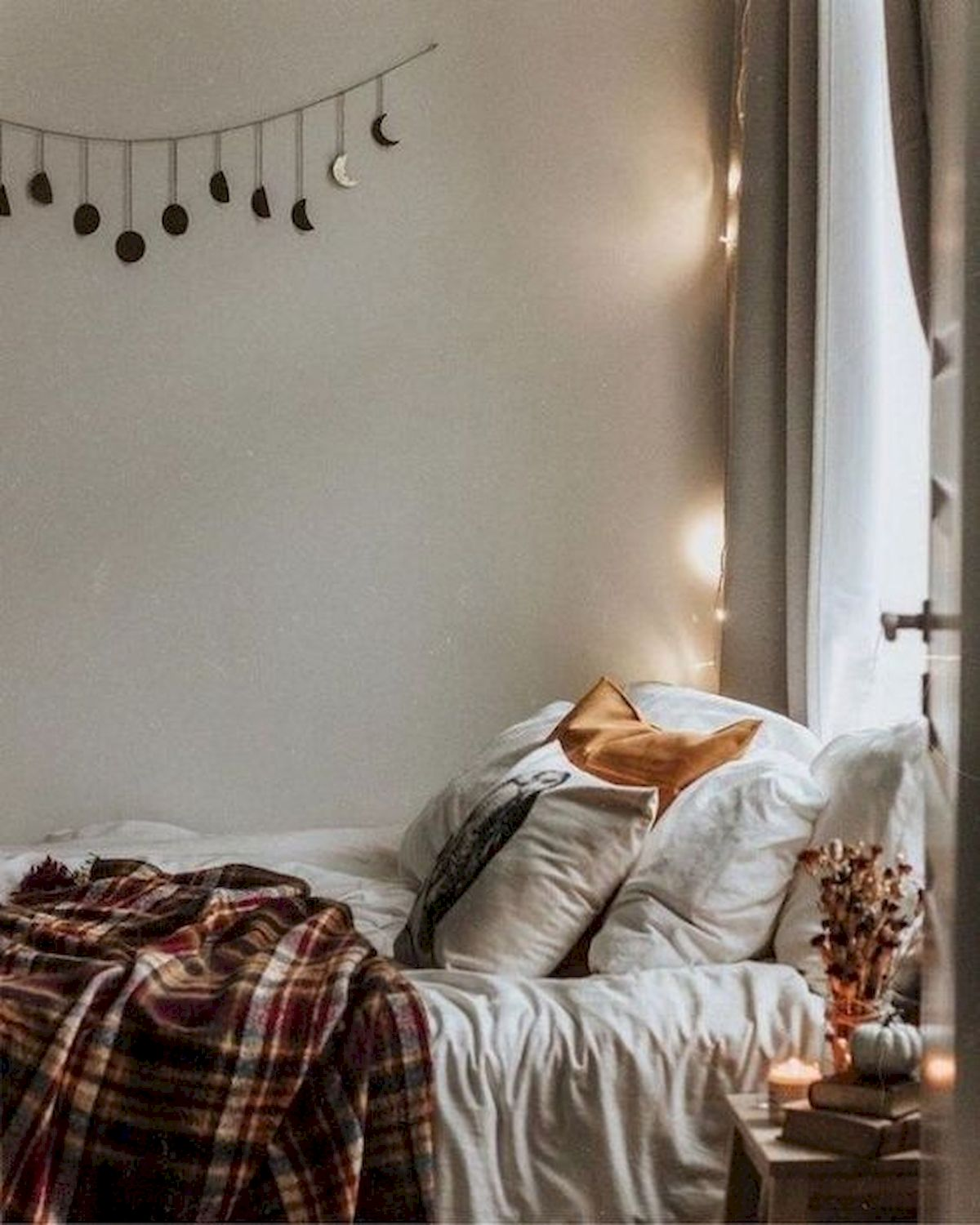 30 Cozy Fall Decoration Ideas For Your Bedroom (9)