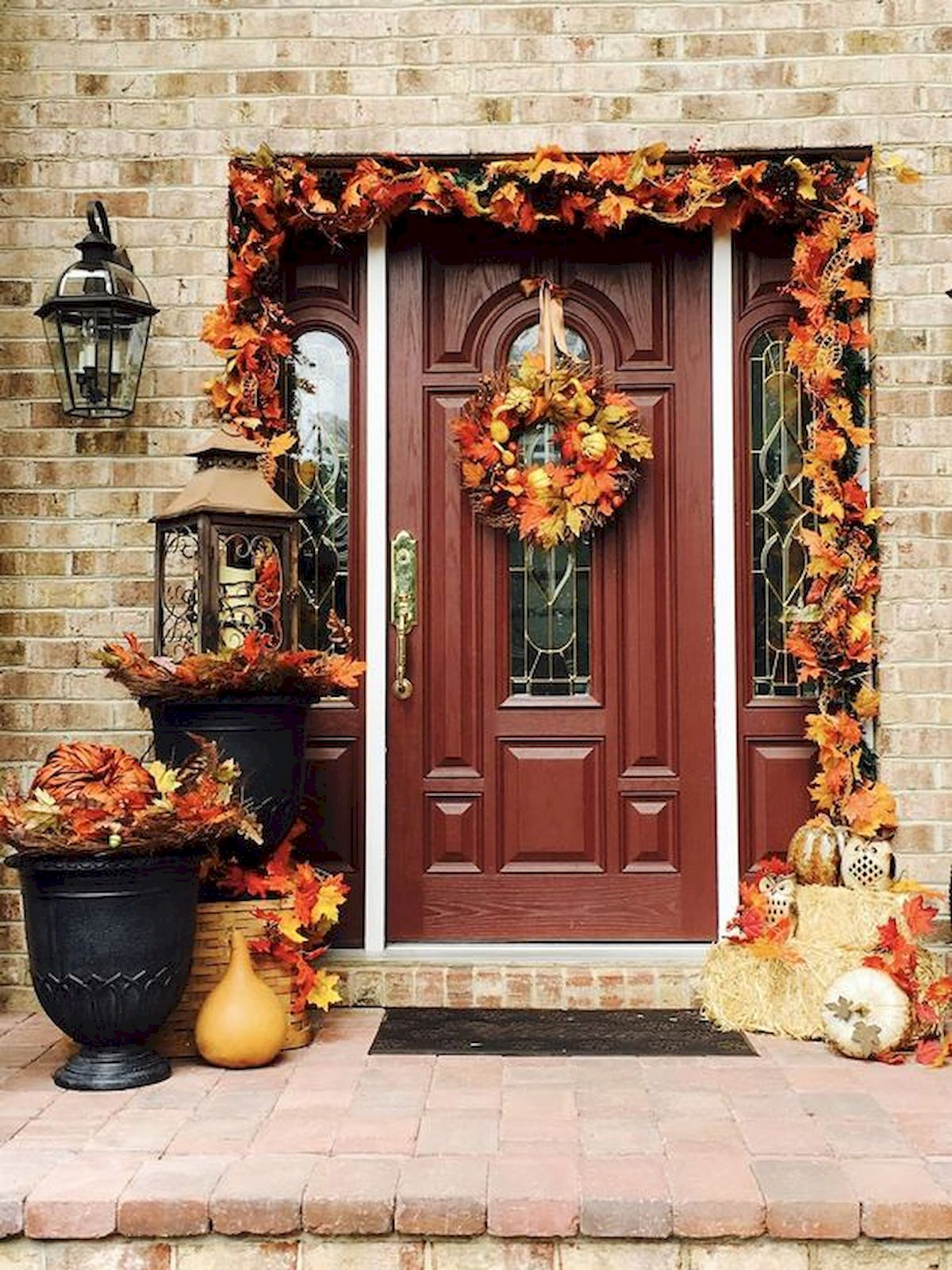 40 Beautiful Fall Front Porch Decorating Ideas That Will Make Your Home Look Amazing (24)