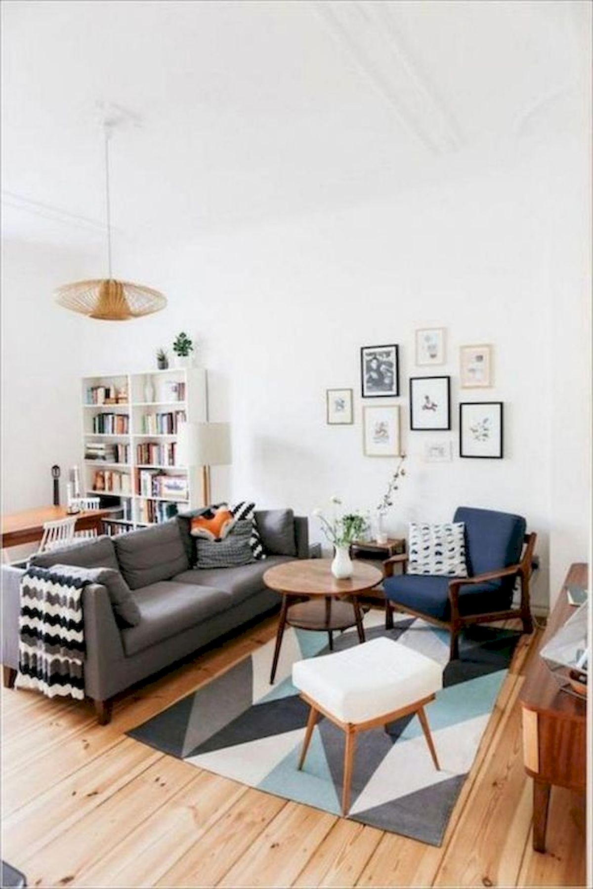 30 Awesome Small Apartment Design and Decor Ideas With Farmhouse Styles (23)