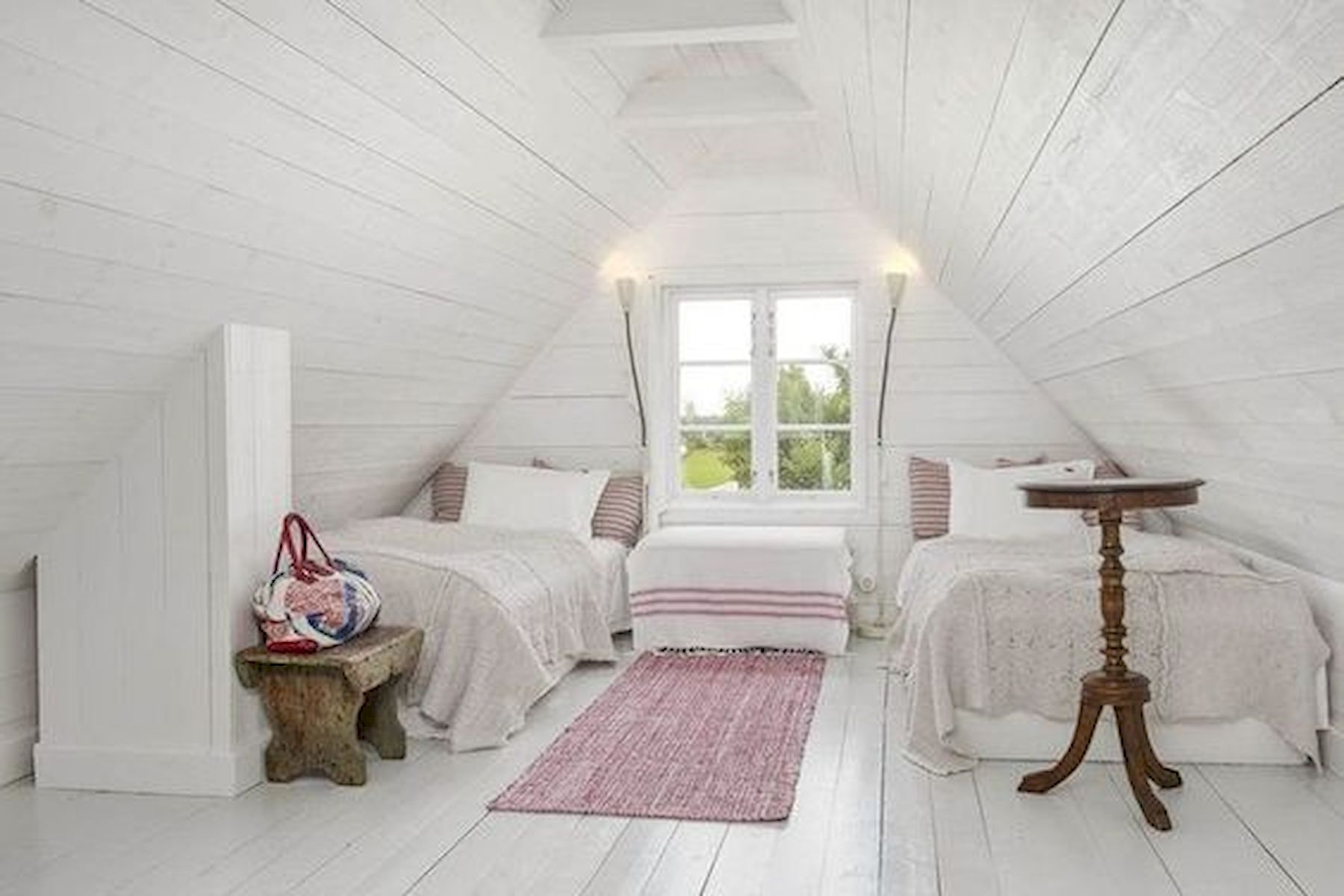 40 Awesome Attic Bedroom Design and Decorating Ideas (11)