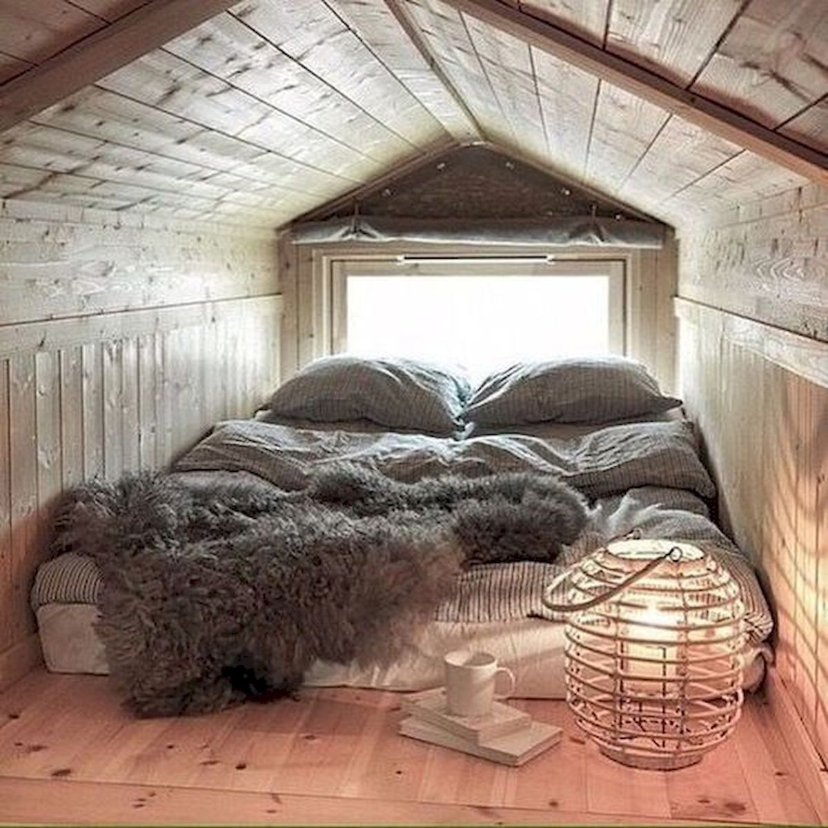 40 Awesome Attic Bedroom Design and Decorating Ideas (18)