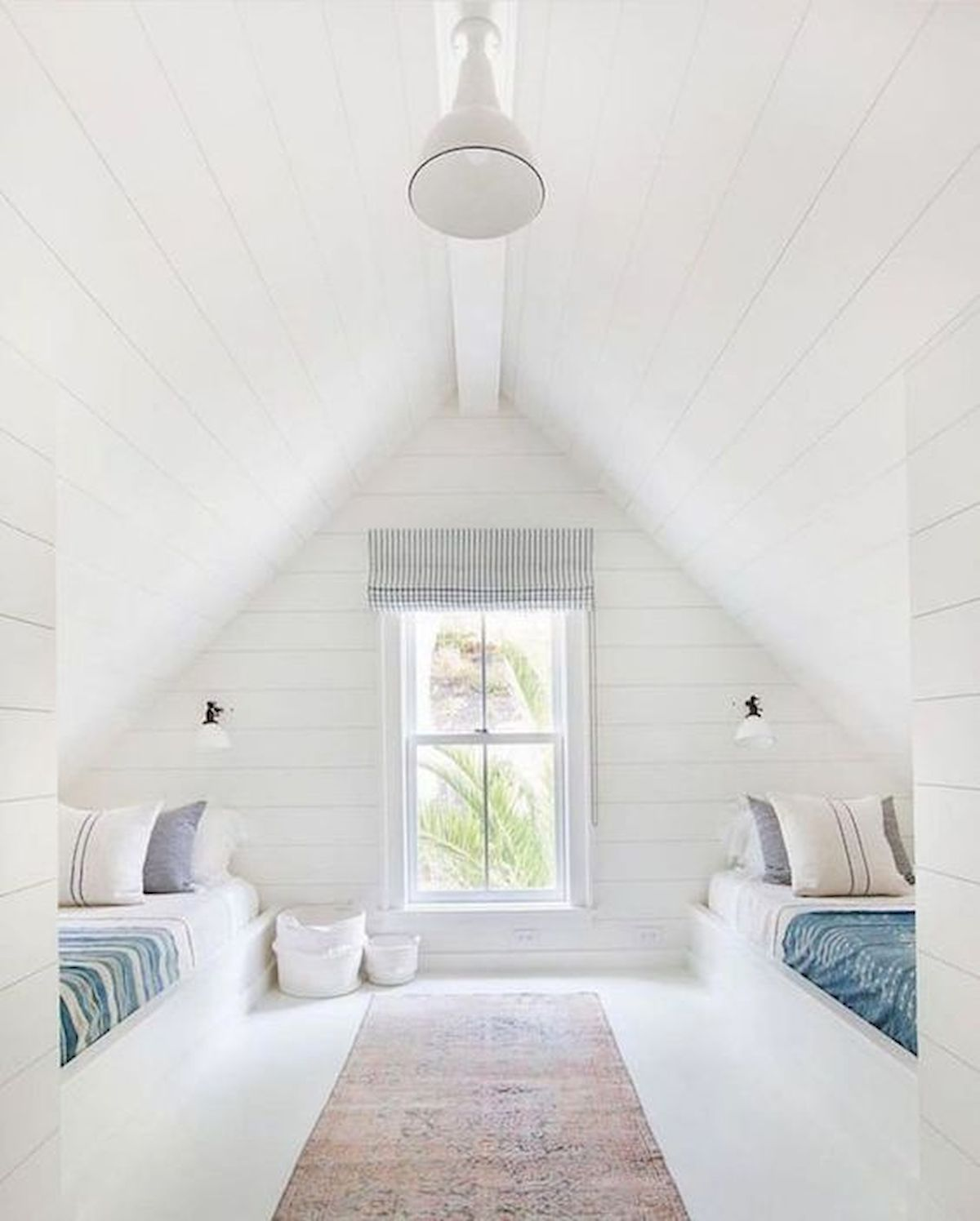 40 Awesome Attic Bedroom Design and Decorating Ideas (21)