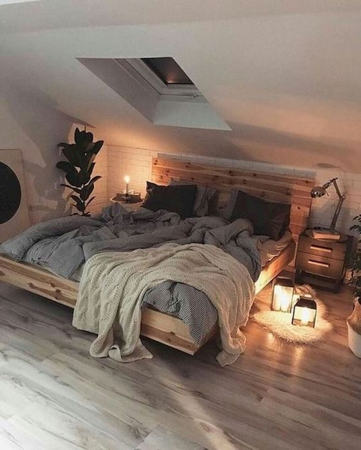 40 Awesome Attic Bedroom Design and Decorating Ideas (25)