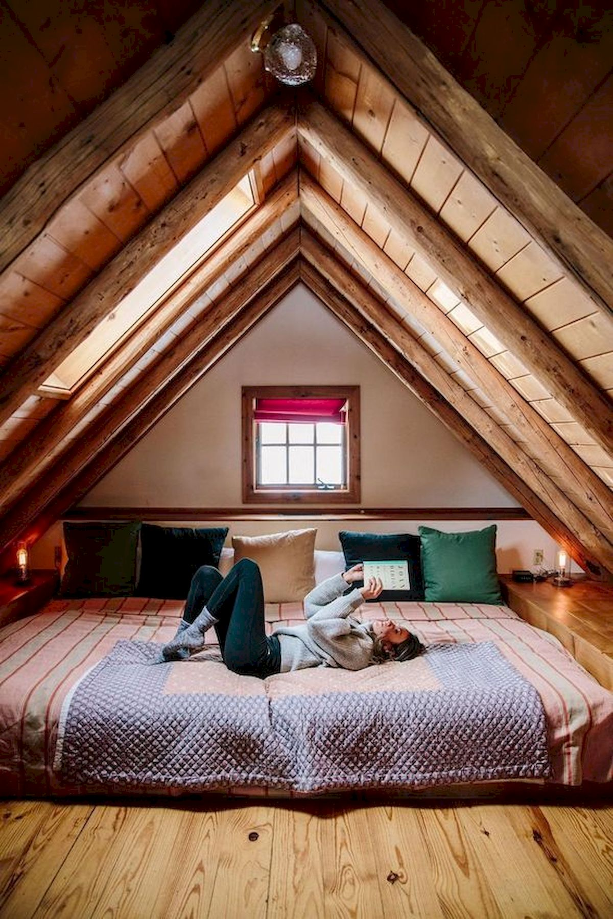 40 Awesome Attic Bedroom Design and Decorating Ideas (27)