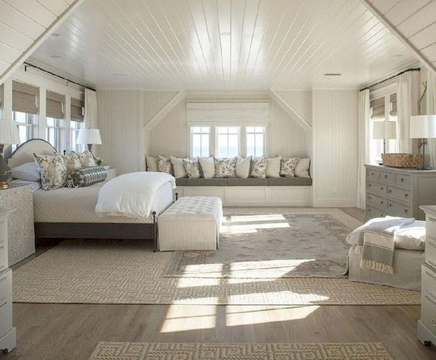 40 Awesome Attic Bedroom Design and Decorating Ideas (29)