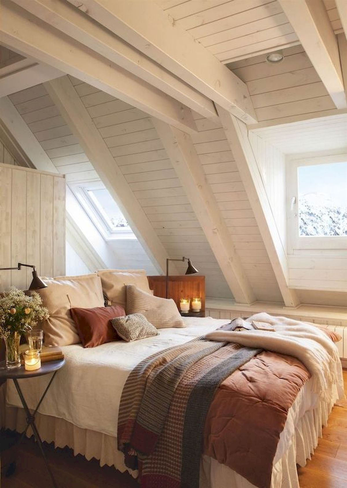40 Awesome Attic Bedroom Design and Decorating Ideas (31)