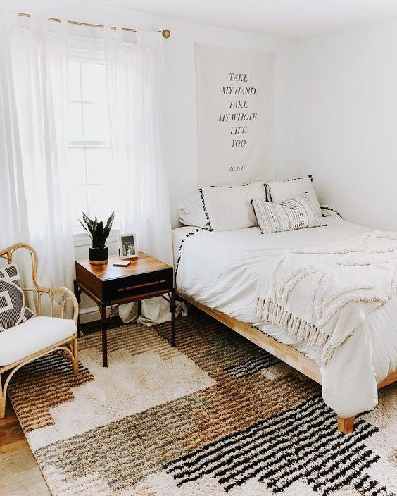 20 Best Boho Farmhouse Bedroom Decor Ideas (16)