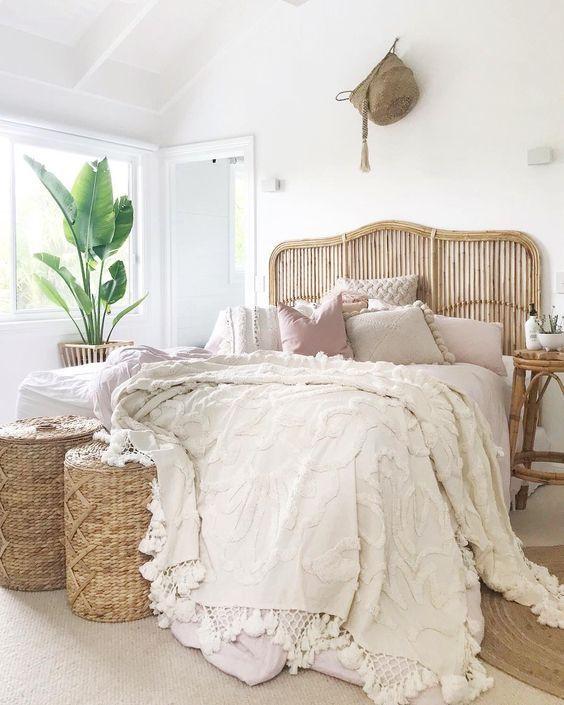 20 Best Boho Farmhouse Bedroom Decor Ideas (4)