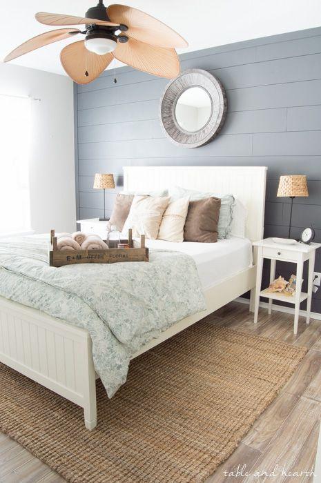20 Best Coastal Farmhouse Bedroom Decor Ideas (10)
