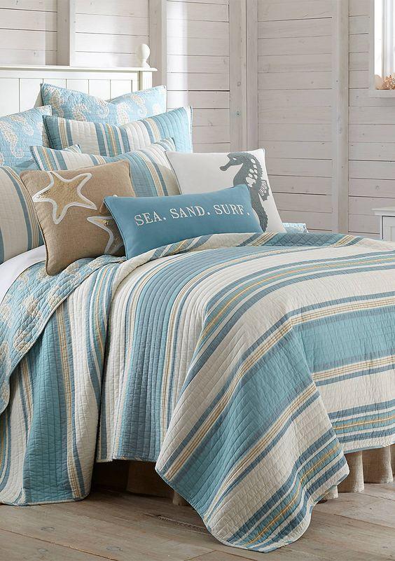 20 Best Coastal Farmhouse Bedroom Decor Ideas (11)