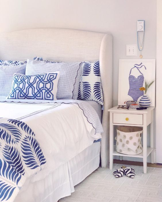 20 Best Coastal Farmhouse Bedroom Decor Ideas (12)