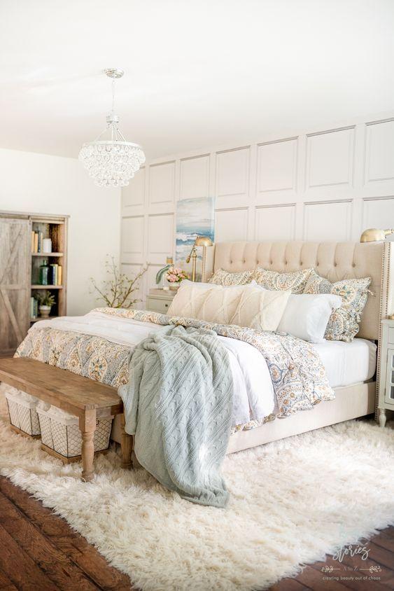20 Best Coastal Farmhouse Bedroom Decor Ideas (13)