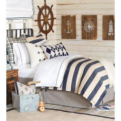 20 Best Coastal Farmhouse Bedroom Decor Ideas (16)
