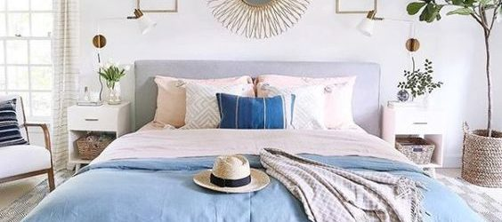 20 Best Coastal Farmhouse Bedroom Decor Ideas (17)