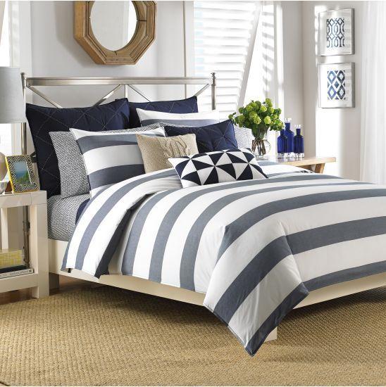 20 Best Coastal Farmhouse Bedroom Decor Ideas (18)