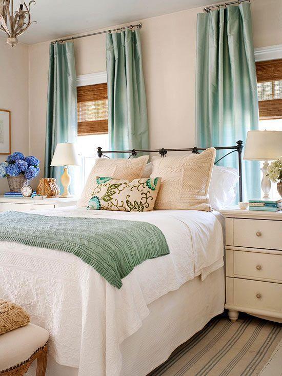 20 Best Coastal Farmhouse Bedroom Decor Ideas (20)