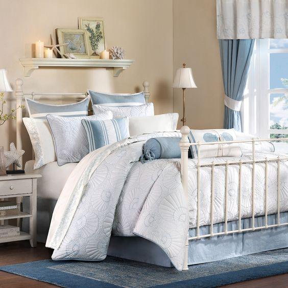 20 Best Coastal Farmhouse Bedroom Decor Ideas (7)